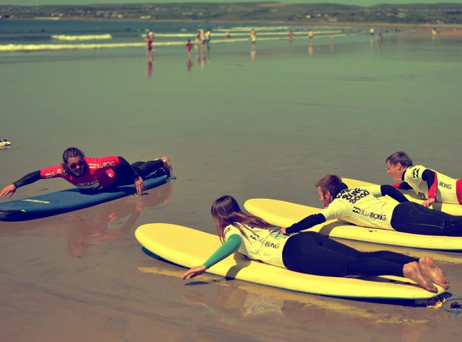 surf-lessons-instructions-on-beach